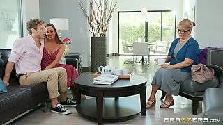 Kisses Bubble Butt Of Alluring Milf Ab With Michael Vegas And Abigail Mac