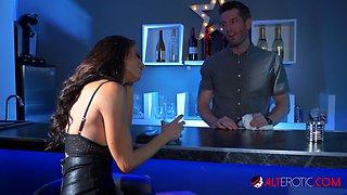 MILF Silvia Saige fucks the bartender