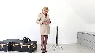 Cheating british mature lady sonia displays her big t00ohP