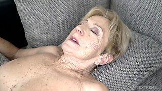 Old Sex With Ugly Grandma - Gilf Gets Cumshot