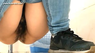 chinese girls go to toilet.150