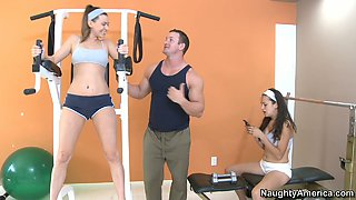 Victoria Lawson gets together with her fitness trainer in the gym
