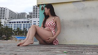 Asian amateur Lulu lifts her miniskirt to flash her pussy in outdoors