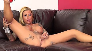 Stacked blonde in high heels Britney Shannon brings her slit to climax