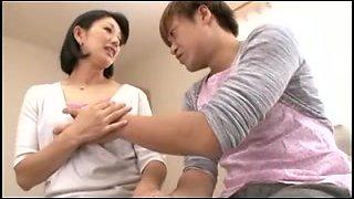 Japanese MILF getting a big orgasm