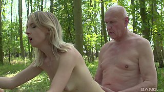 Outdoors fucking in the local woods with amateur Lily-rose Ray