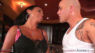 Hot dad's girlfriend Mariah Milano gives her head standing on knees