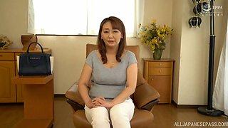 Amateur solo video of Japanese mature Nishiuchi Risako getting naked