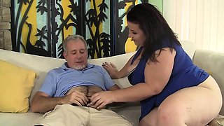 A older guy gets his dick sucked by plump cougar and then