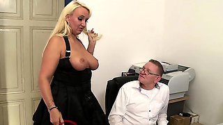 Kitty Wilder is a secretary who puts in a lot of effort to