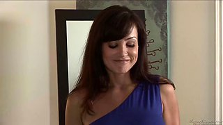 Stepmom needs the stepson&#39s young cock more at https:bit.lyxcam5