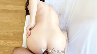 Sensual awakening with seductive babe with perfectly shaped body Veronica Vain