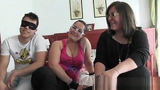 El Marido, Su Mujer, Una Amiga y Un Jovencito Todos de bruno