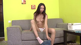 Kinky brunette knows how to masturbate with her monster dildo
