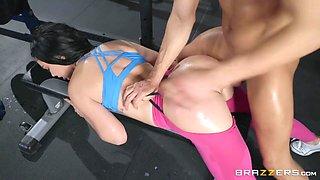 Brooke Beretta & Xander Corvus in Workout Her Ass - BRAZZERS