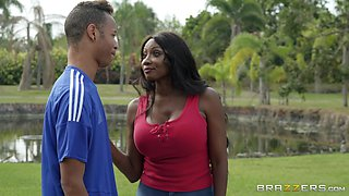 Mature ebony whore Diamond Jackson seduces a stranger to give her cum