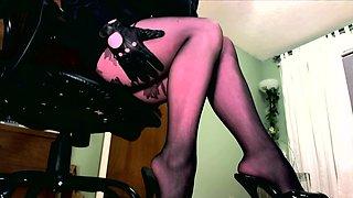 Femdom in pantyhose dangling her heel