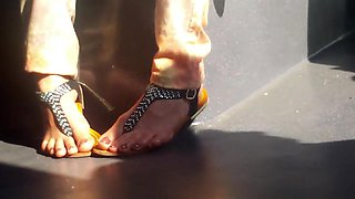 sexy Indian or Pakistani MILF Feet Candid & face beauty